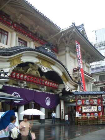 大雨の歌舞伎座.jpg